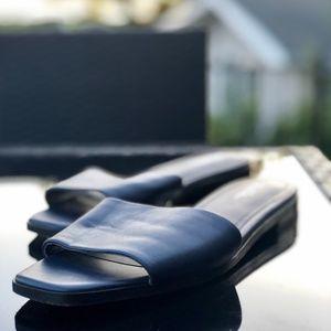 Brooks Brothers navy leather slide